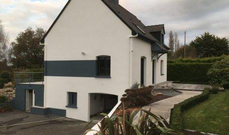 Ravalement de façades de maison par entreprise de peinture à Montfort-sur-Meu