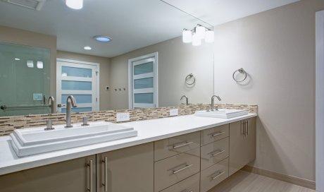 Spécialiste de la rénovation de peinture spéciale pour pièce humide (Salle de bain)